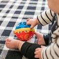 Kids II Baby Einstein Spielzeug mit Rassel Bendy Ball