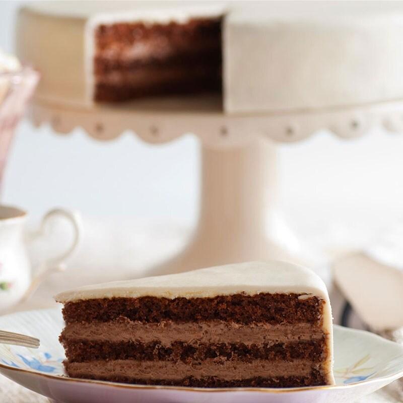 Gute Reise-Torte Schokoladenkuchen mit Schokoladenbuttercremefüllung 10 Portionen